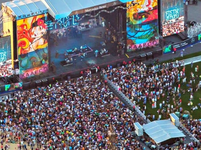 Huge crowd loving the music and the stage graphics at kaaboo 2016.